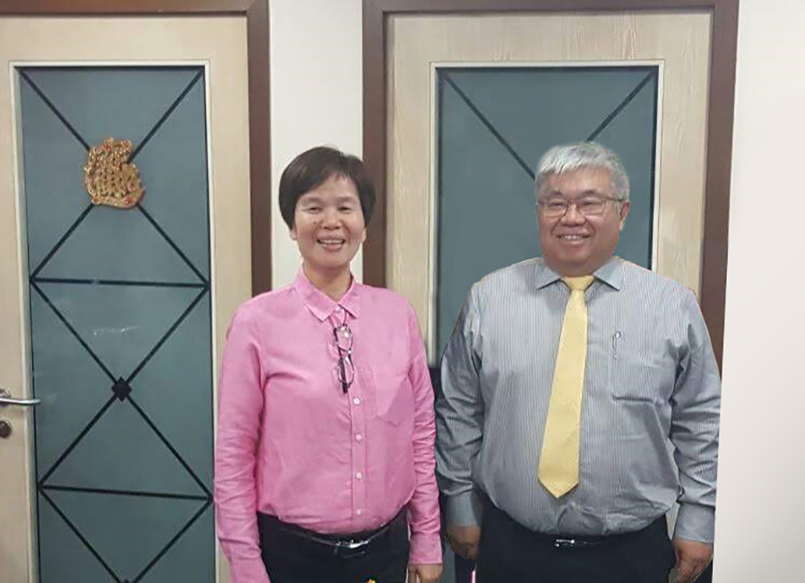 Pictured are Gan Siew Liat, KNM Group Bhd Executive Director (Left) and Lee Swee Eng Director and Chief Executive Officer (right)